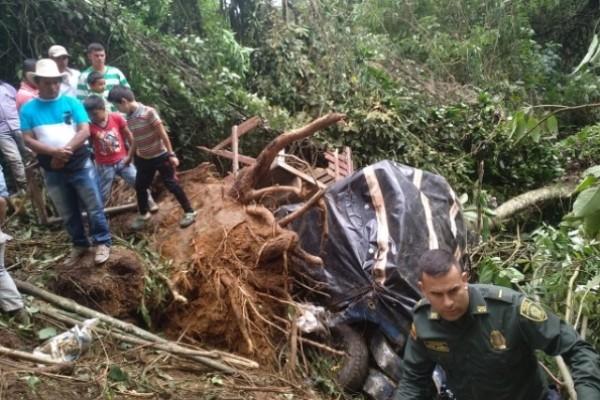 2 menores fallecidas de 4 meses y 10 años de edad y 10 personas heridas en accidente de tránsito en Suaza