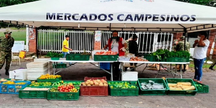22 productores participaron del mercado campesino