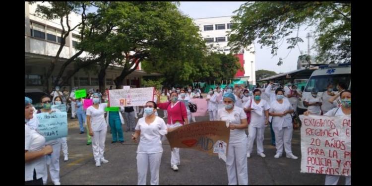 La unidad sindical del Huila protesta en el Hospital universitario de Neiva
