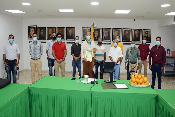 Concejo de Íquira entregó reconocimiento al Gobernador del Huila