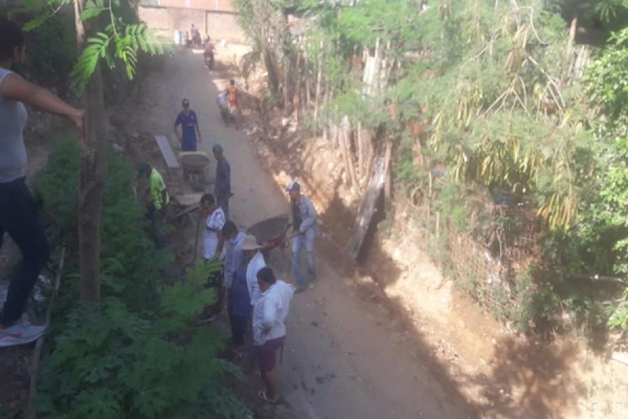 Comunidad de los asentamientos Lomas de San Pedro pavimentaron la vía de acceso