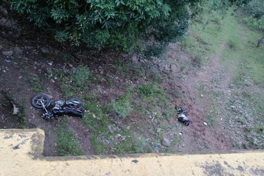 Motociclista cayó de un puente en Altamira