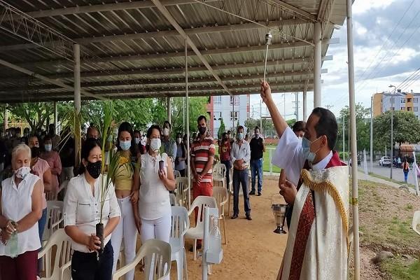 Sin procesiones y con protocolos de bioseguridad arrancó la Semana Santa