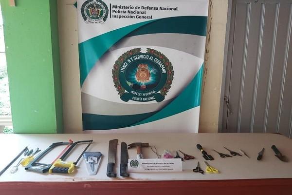 Hallan varias armas cortopunzantes en Casa del Adulto Mayor de Santa María