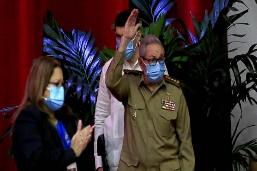 Raúl Castro renuncia a liderazgo del Partido Comunista de Cuba